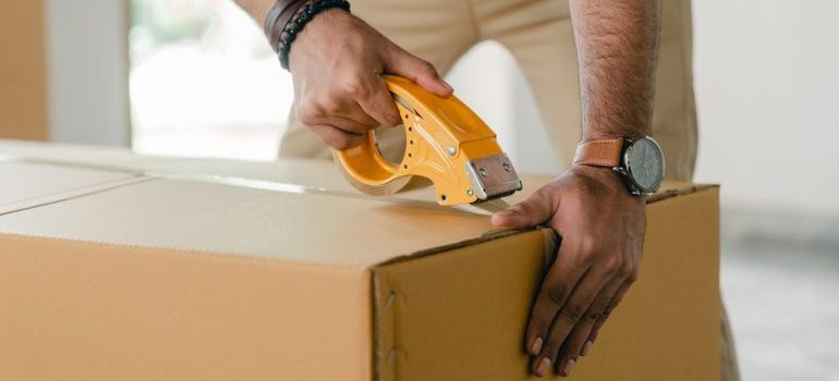 Mover taping a box