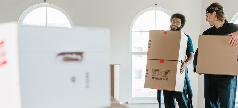 movers preparing for the long distance move